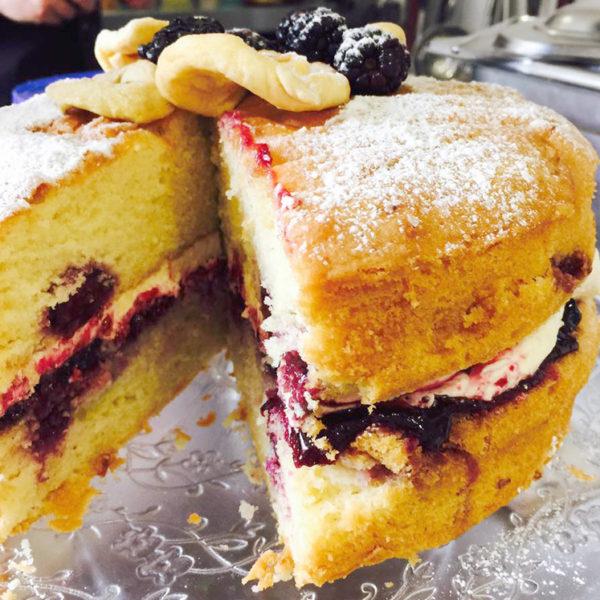 Apple & Blackberry Cake
